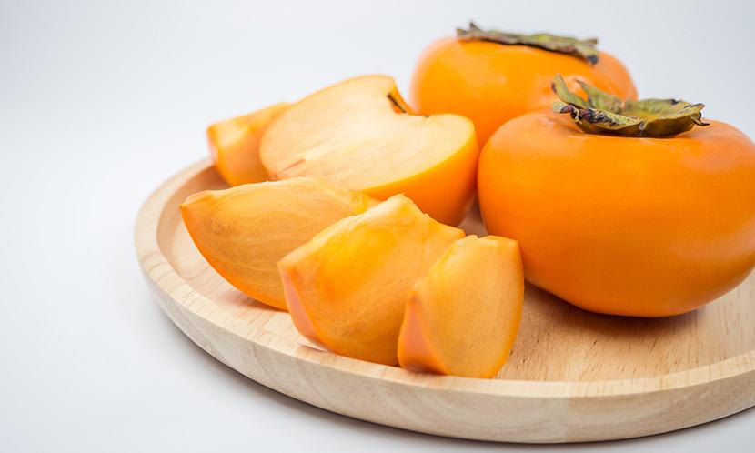 谭敦慈-秋日安心吃柿-别把柿霜当成霉